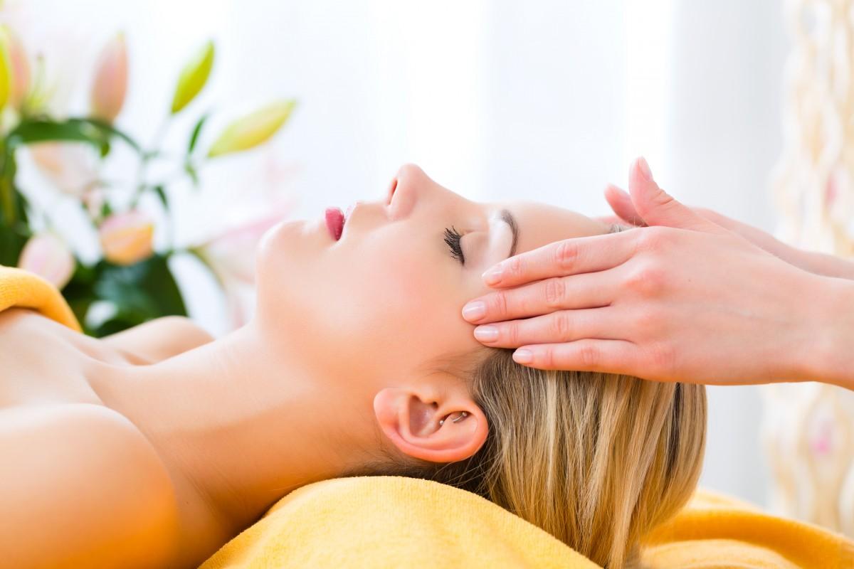 Facial massage therapist